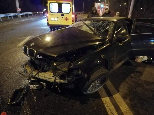 В Керчи водитель легковушки не справился с управлением и врезался в стену здания
