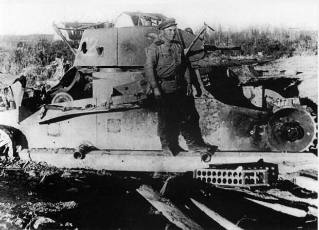 На фото – Т-26, подбитый при штурме полицейского участка Хандаса на Южном Сахалине. военная техника, военное, история, много букв, танки, танки СССР, техника, факты