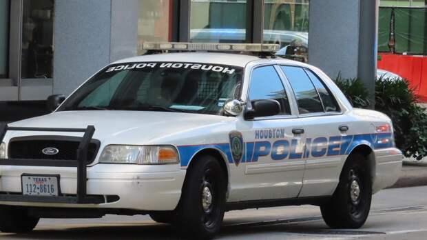 Женщина погибла после наезда водителя на толпу пешеходов в Техасе