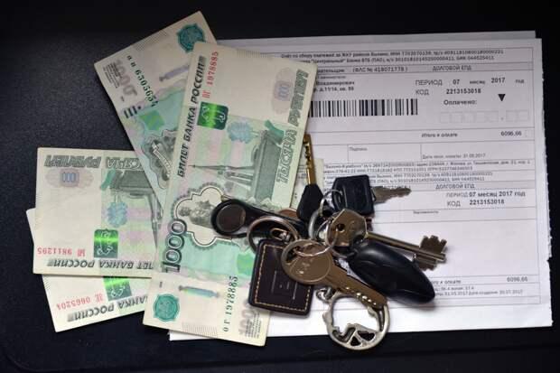 """Обнаружив в квитанции завышение суммы, жилец может направить в УК заявление о выплате штрафа. Фото: Архив """"РГ"""""""