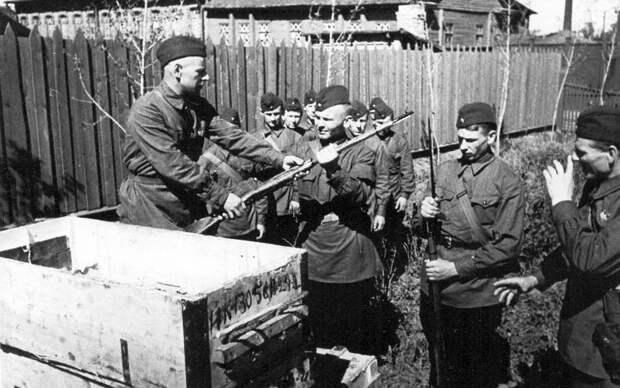 Жуков упредил захват Москвы и Сталинграда одним ударом, но его за это упрекают