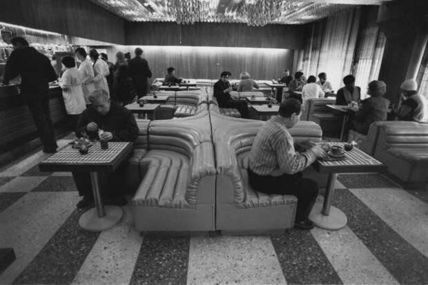 Столовая завода «ВЭФ» Всеволод Тарасевич, 1986 год, Латвийская ССР, г. Рига, МАММ/МДФ.