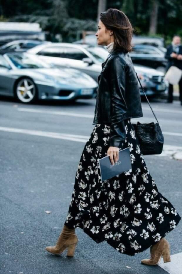 Черное платье с белыми цветами подойдет для любого мероприятия. / Фото: fashion-likes.ru
