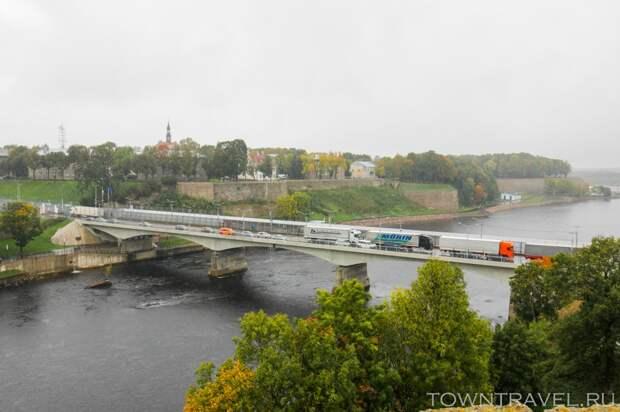 04 Вид на Мост дружбы из Ивангорода
