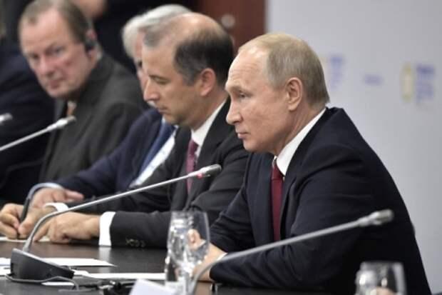 """Либерализовать законодательство и """"очистить"""" силовиков необходимо в РФ - Путин"""