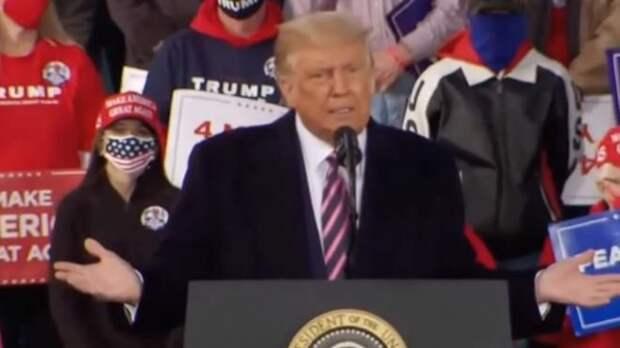 """Дональд Трамп назвал себя """"стеной"""", отделяющей """"американскую мечту"""" от """"хаоса"""""""