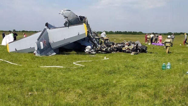 Семь человек погибли при падении самолета в Кузбассе