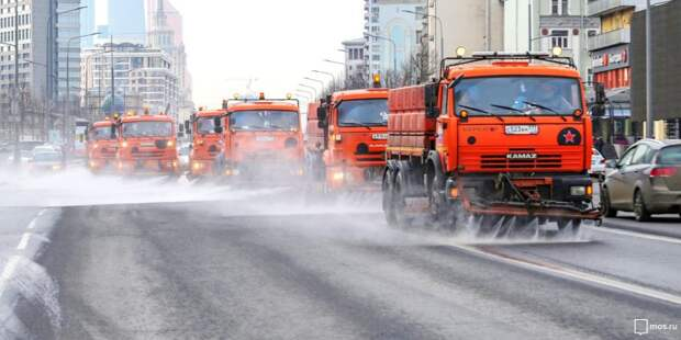 В Отрадном промыли дороги и тротуары