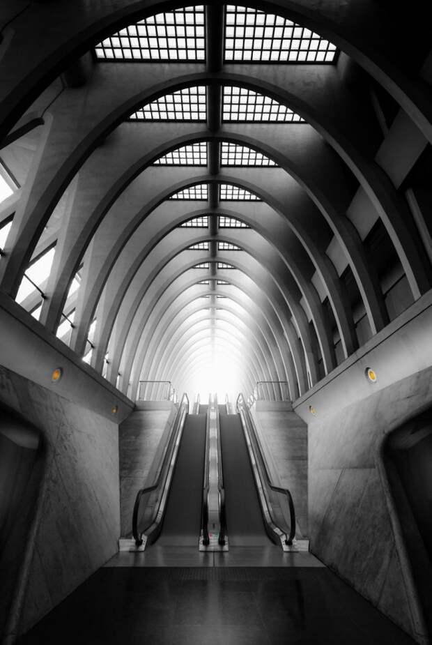 Фотограф колесит по миру в поисках красивой архитектуры (15 фото)