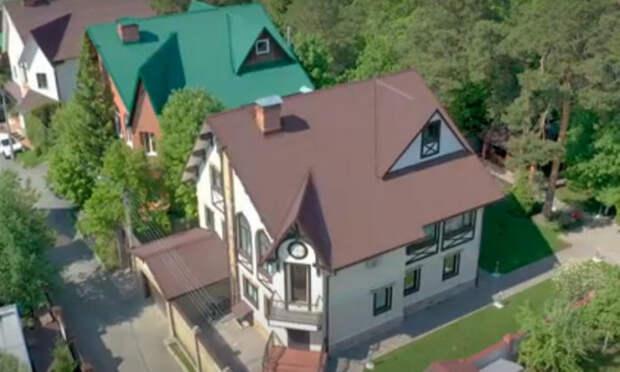 Что за особняк с паровым камином продают в Барнауле за 40 млн рублей