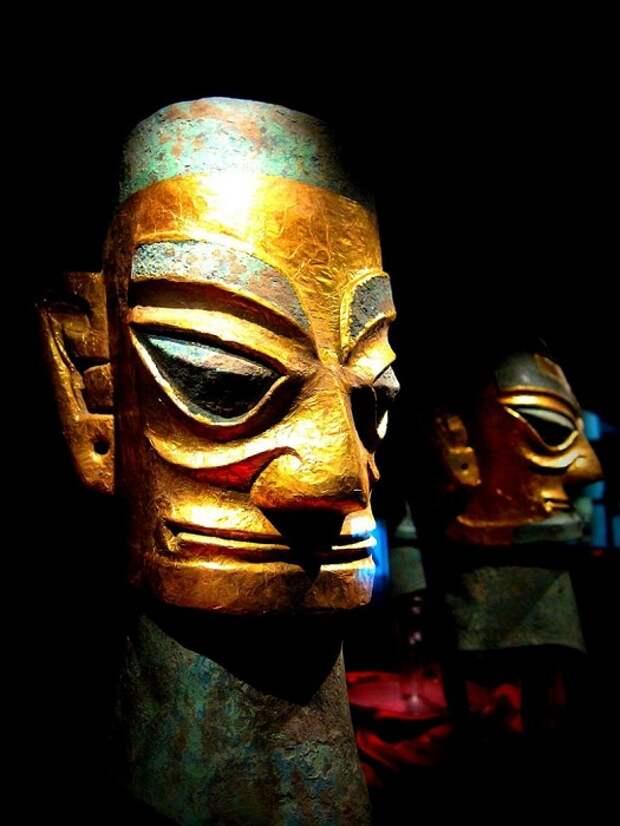 Отделанная золотом «маска». Культура Саньсиндуй. Фото: momo / Flickr.com
