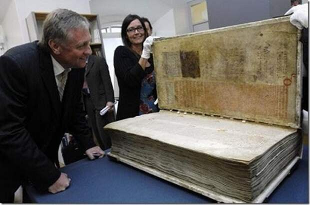 """Кем была написана историческая рукопись """"Библия Дьявола"""""""