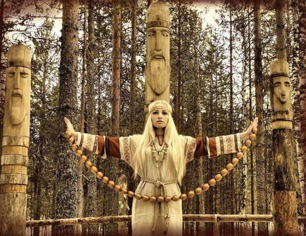СЛАВЯНЕ. Боги, идолы и святилища