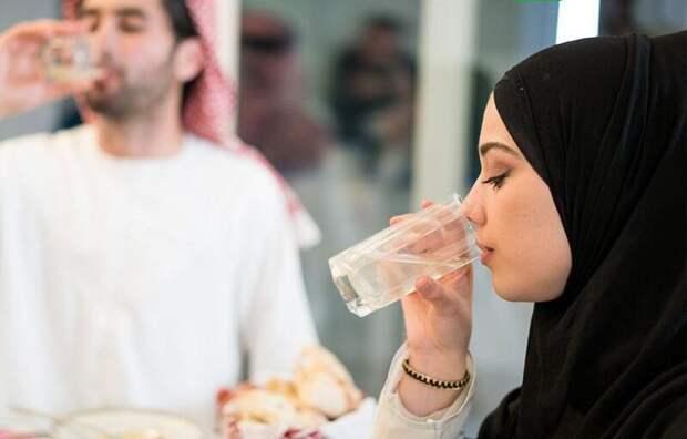 Вмусульманской стране легализовали алкоголь, гражданские браки и… суицид