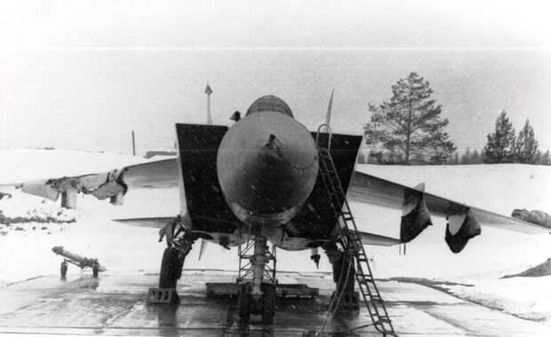 Пострадавший самолет. Апрель 1981 года.