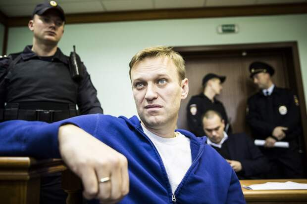 ЕСПЧ вредит Навальному: эксперты о требовании освободить оппозиционера