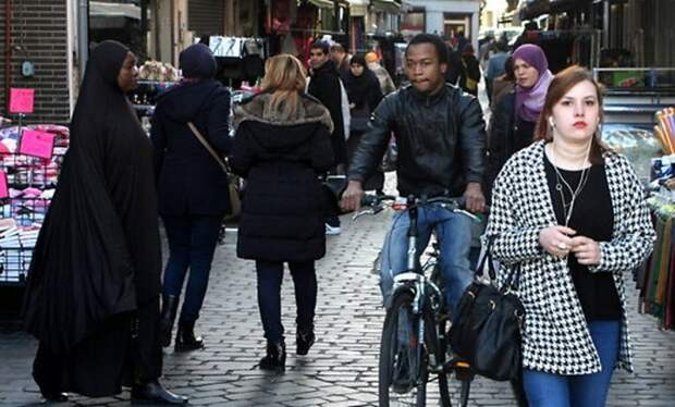 В Европе снова неспокойно: марокканец напал на полицейский патруль