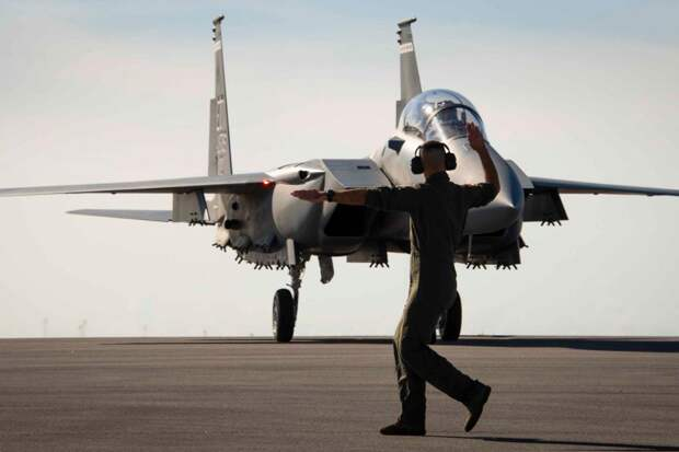 Поможет ли сотня американских F-15 остановить истребители Путина