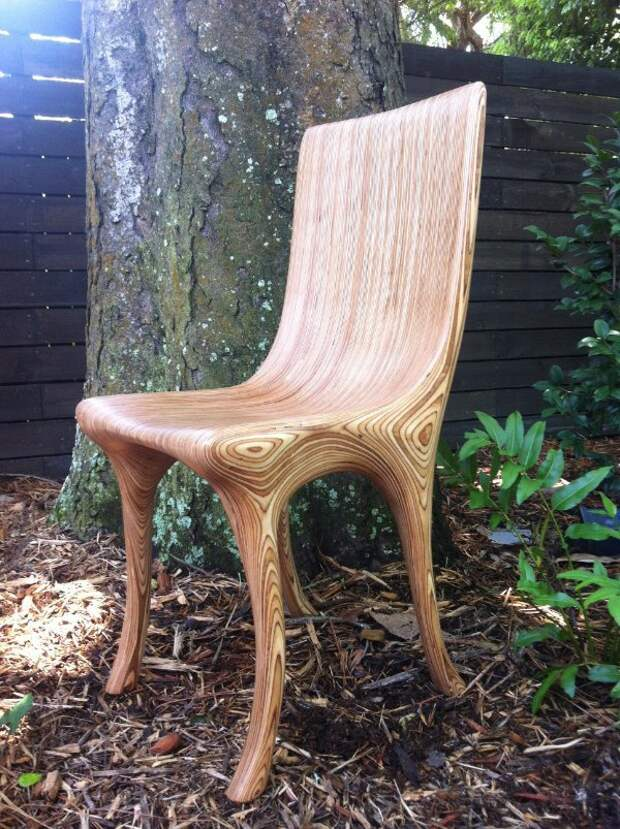 Цельный стул из дерева