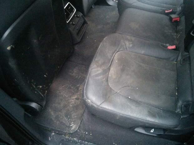 «Коврики в воде и песке, сиденья испачканы» Не понимаю, почему водители такси так неуважительно относятся к пассажирам