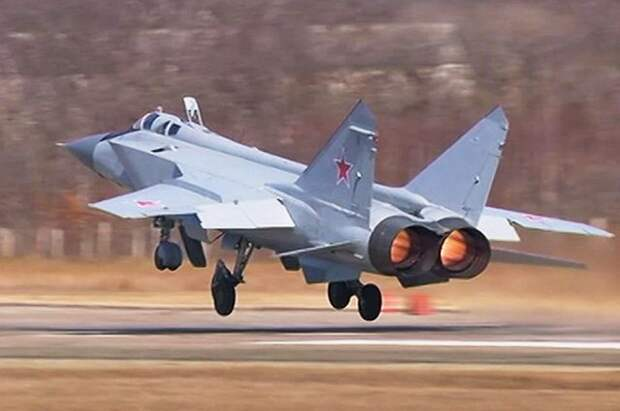 Российские истребители сопроводили бомбардировщик США над Беринговым морем