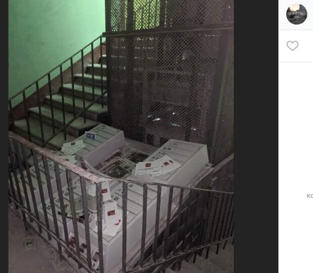 В доме на Красноказарменной почту доставляют в шахту лифта