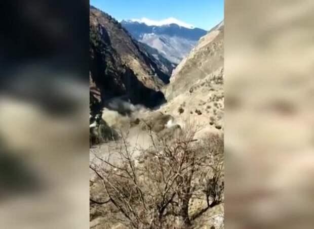 Не менее 9 человек погибли на севере Индии при сходе ледника