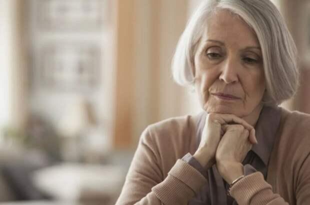 Золовка заняла денег под расписку и не отдает — свекровь собирается отдавать с пенсии