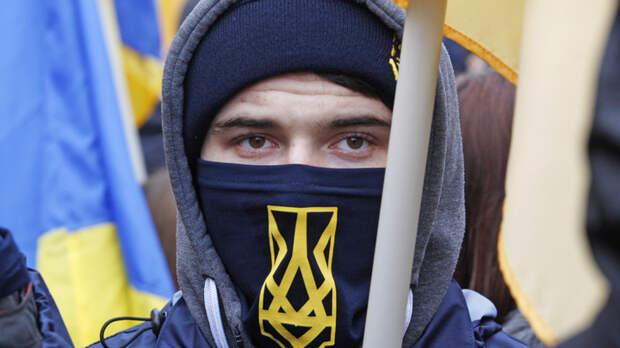 Недобитые каратели зиговали, оскорбляя украинских ветеранов в День Победы