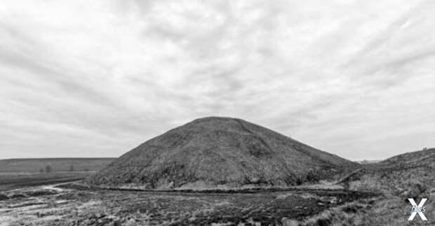 Курган-пирамида Силбери-Хилл на юге А...