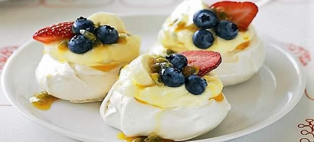 Десерт Павлова с заварным кремом