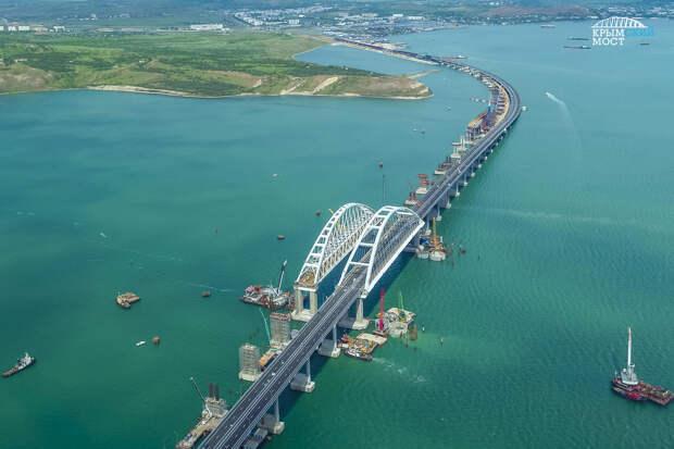 Вес Крымского моста измерили в Эйфелевых башнях