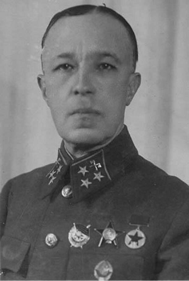 Генерал-лейтенант Дмитрий Карбышев, конец 1940 года