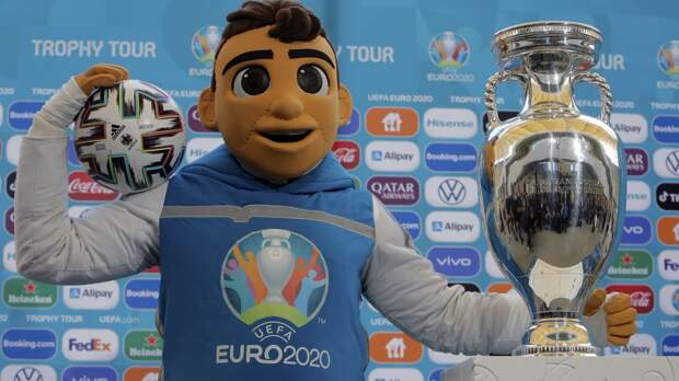 Макарова, Сафонова и Захаряна включили в расширенный состав сборной России на Евро-2020