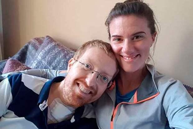 Парализованный из-за коронавируса медработник позвал девушку замуж ивыздоровел