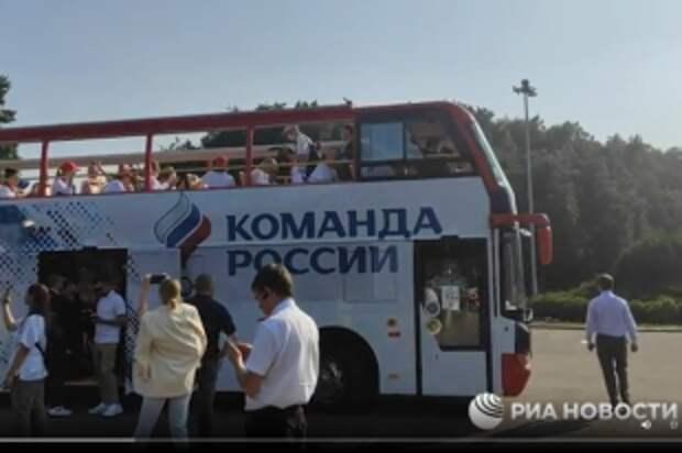 Российские атлеты отправились на Красную площадь, распевая «Катюшу»