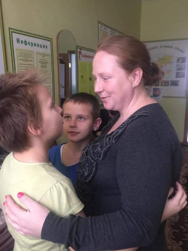 Спасший семью на пожаре мальчик-герой оказался в дикой ситуации