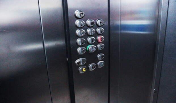 В 16 многоэтажках Оренбурга пока не запустили новые лифты