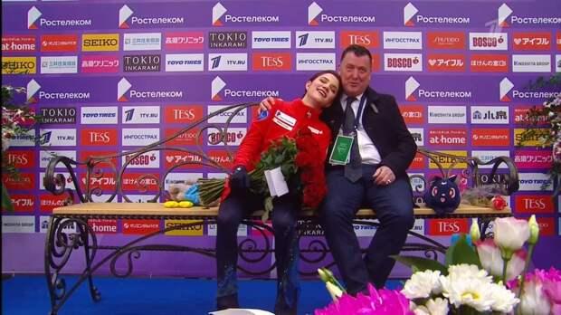 Эмоции тренера Медведевой вовремя победной короткой программы вМоскве засняли навидео