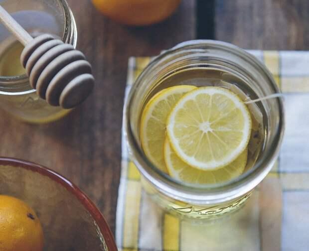 Врач призвал не злоупотреблять лимонами в сезон простуд