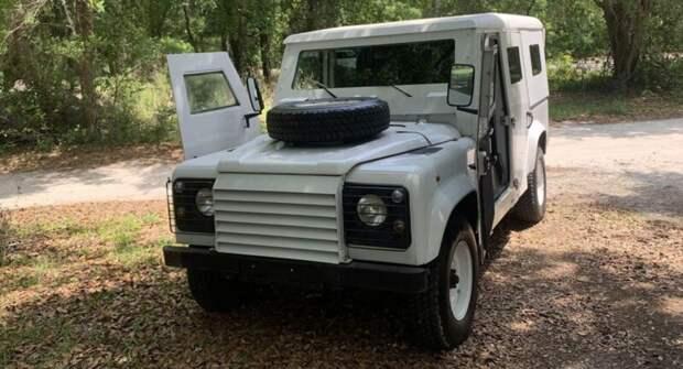 В продаже появился бронированный Land Rover Defender