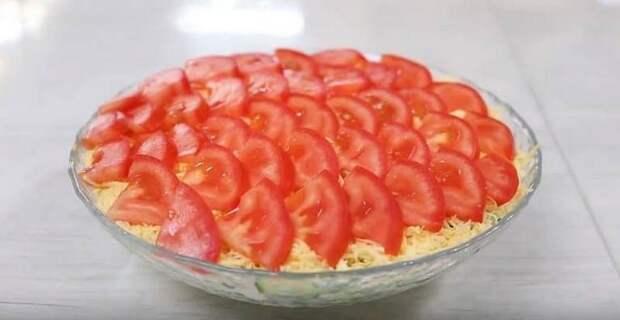 Салат с помидорами и яйцом. Лёгкий салатик для тех, кто сидит на диете