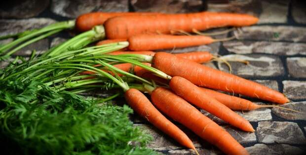 Врач назвала морковь и петрушку опасными для аллергиков
