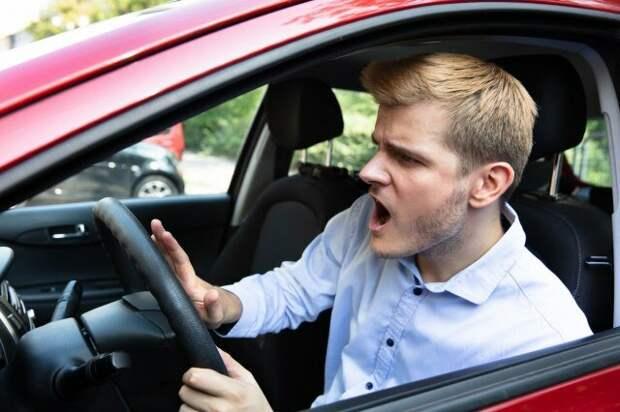 Кто ругается, кто гонится и у кого какая машина?