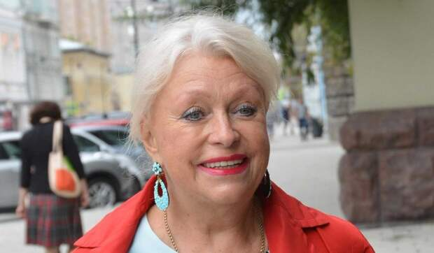 «Я пахала с утра до ночи!»: вдова Караченцова требует пенсию в 150 тысяч рублей