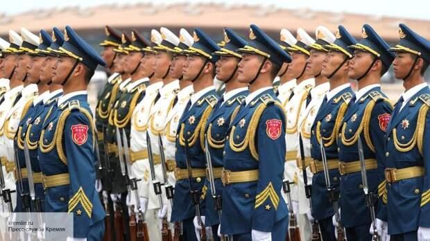 Sohu: китайские солдаты на параде столкнулись с трудностью из-за российской «Катюши»