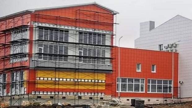 К июлю закончат строительство новой школы в Красном Сулине