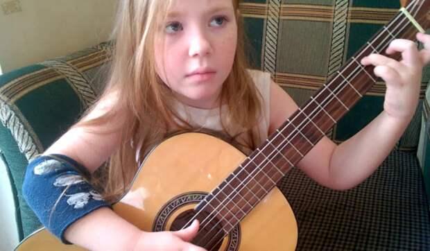 6 летняя девочка покорила слушателей исполнением песни Ваше Благородие