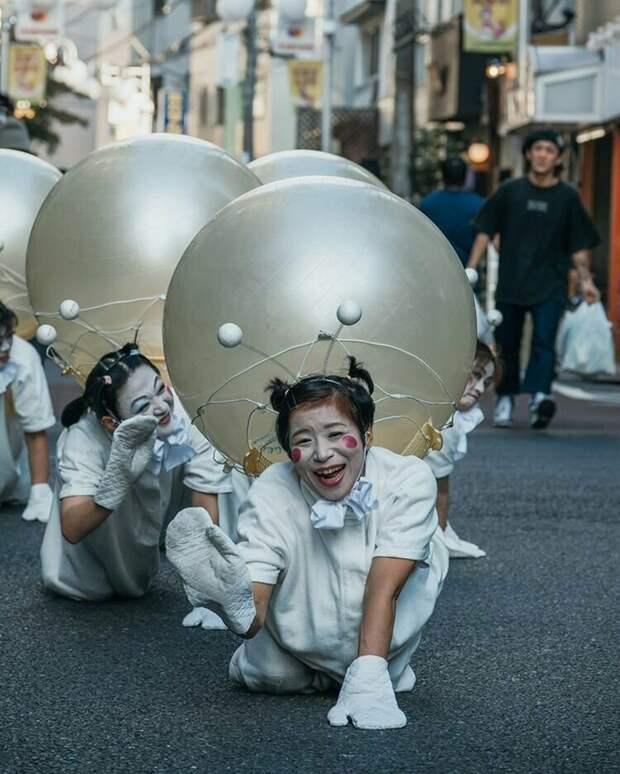 Выступление уличных артистов жизнь, подборка, странность, фотография, фотомир, явление, япония