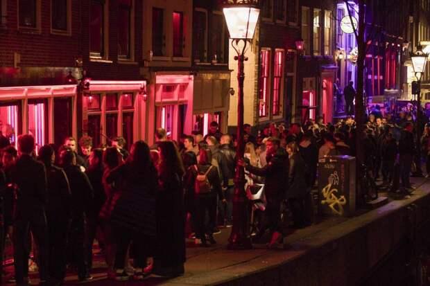 Амстердам теряет «изюминку»: «квартал красных фонарей» закрывают